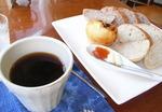 コーヒーとパン.JPG