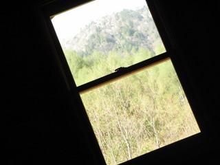 屋根裏の窓から.JPG